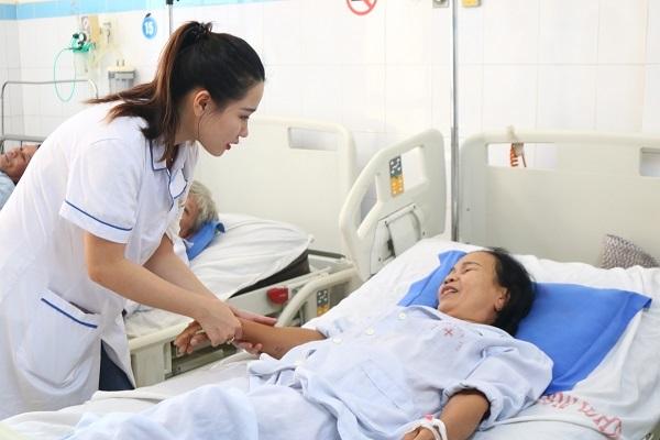 Cao đẳng điều dưỡng là gì, có nên học hay không?