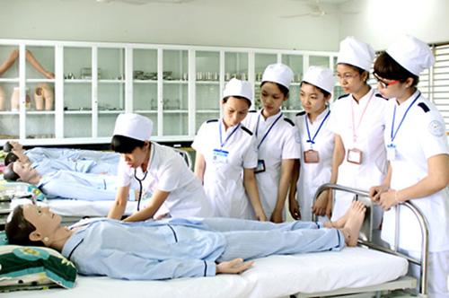 Hồ sơ đăng ký học Cao đẳng Điều dưỡng gồm những gì?